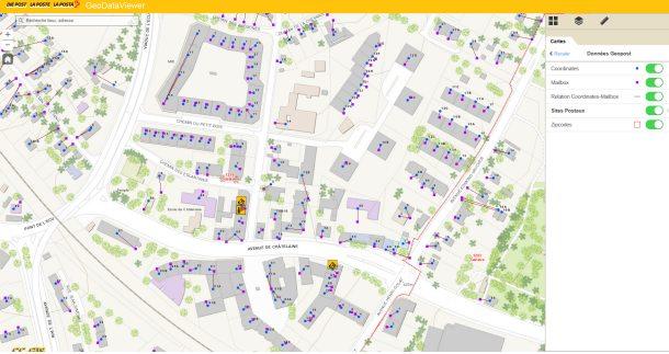 Application développée par Kurt Schaerer représentant toutes les adresses en Suisse (point central du bâtiment en bleu) et les boîtes aux lettres (carré violet) ainsi que la relation Adresse - Boîte aux lettres