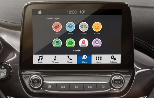 Waze utilisable sans les mains sur l'écran central d'un véhicule Ford